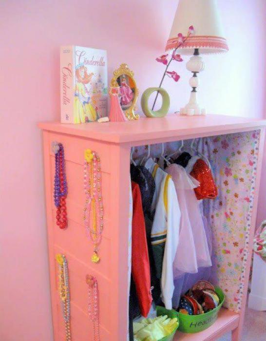 Потрясающий яркий шкафчик для ребенка.