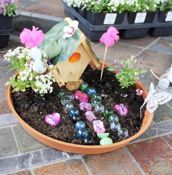 Создание такого маленького сада будет великолепной забавой для детей.