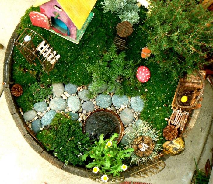 Феи любят разные украшения, поэтому каменная кладка в волшебном дворике придется кстати.