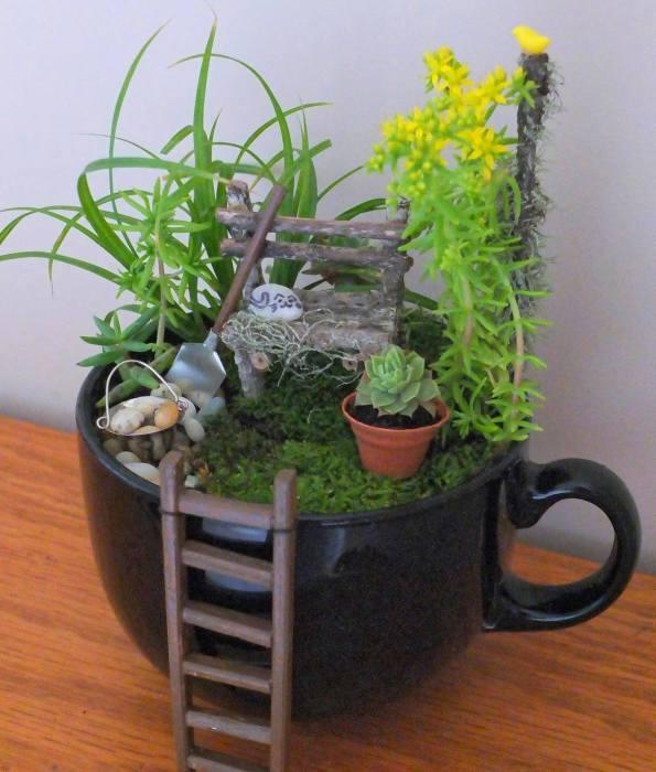 Не обязательно делать огромную инсталляцию, когда можно создать маленький садик в обычной кружке.