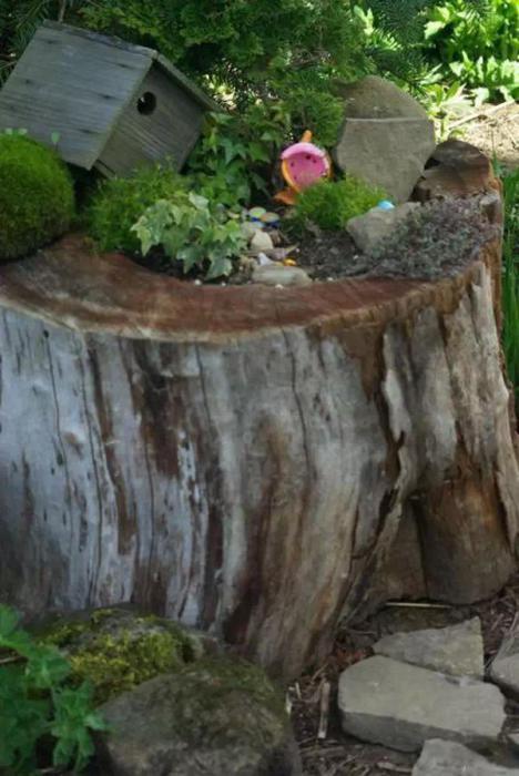 Чтобы создать такой великолепный сад, нужно просверлить внутри него дыру и наполнить ее землей и удобрениями.