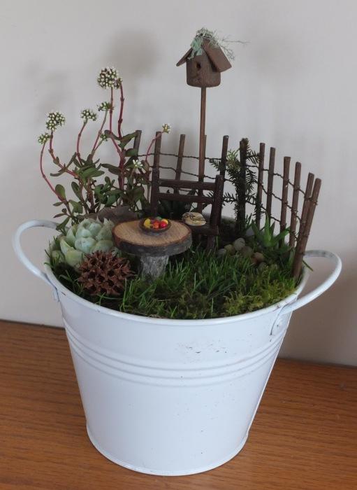 Дом для настоящих эльфов должен создаваться только из натуральных материалов - листья, мох, веточки.