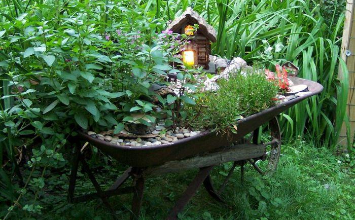 Главное для феи - чувствовать себя уютно, поэтому в ее будущем доме должны быть все удобства.