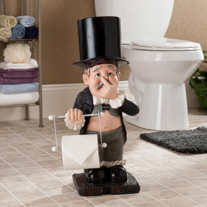 Статуя дворецкого, подающего рулон туалетной бумаги.