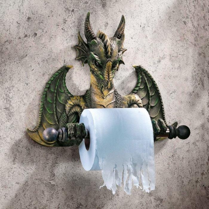 Держатель для туалетной бумаги для любителей средневековья.