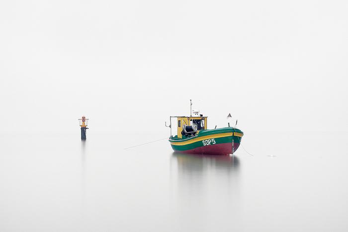 Лодка в море.
