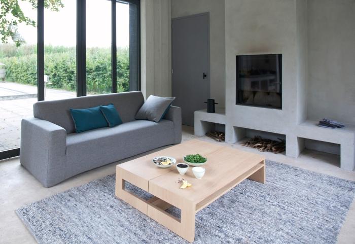 Минимализм, простота и функциональность в дизайне обычного дивана.
