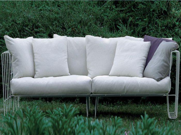 Еще один замечательный пример дизайна садовой мебели.