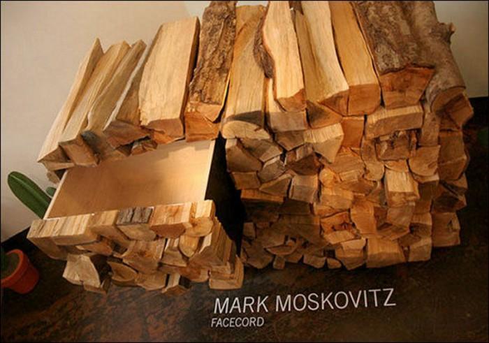 Тумба с выдвижными ящиками в виде кучи дров.