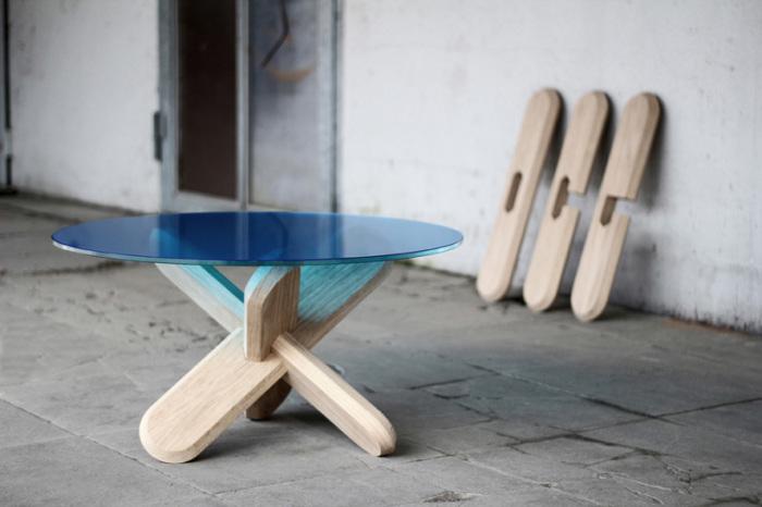 Мебель из натурального дерева.