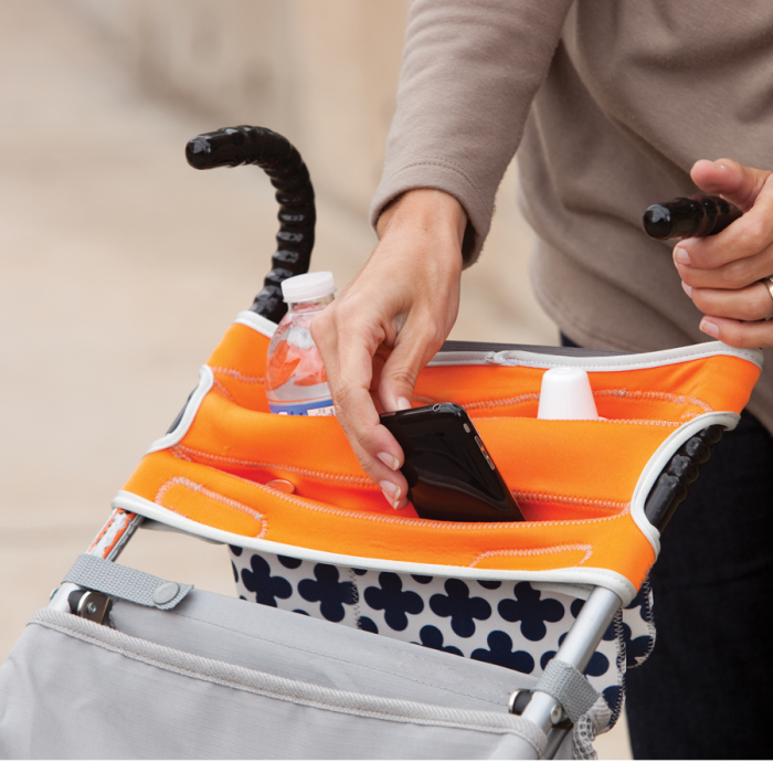 Специальные кармашки на замочках, куда молодая мама может спрятать нужные мелочи.