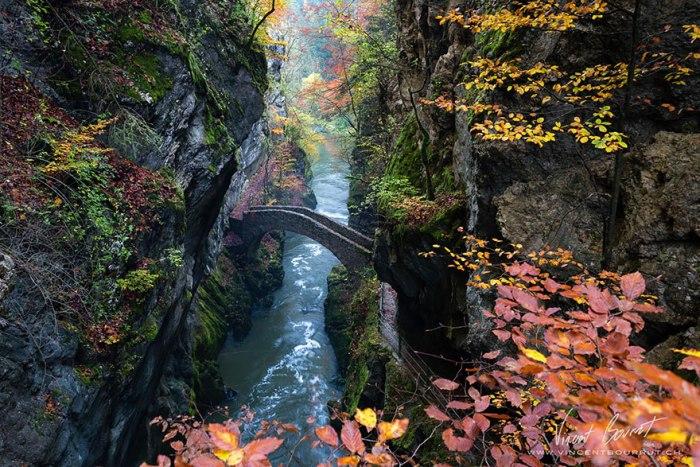 Міцний міст в ущелину Арёз.