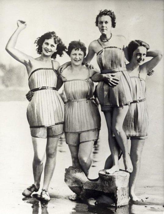Купальные костюмы, сделанные из деревянных пластин, Вашингтон, США, 1929 год.