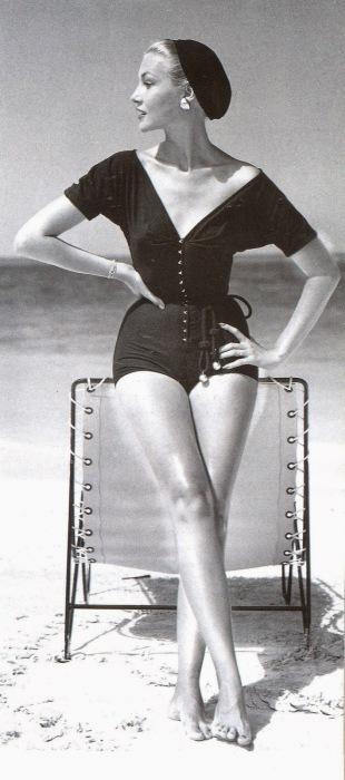Сплошной купальник от фирмы Claire McCardell.