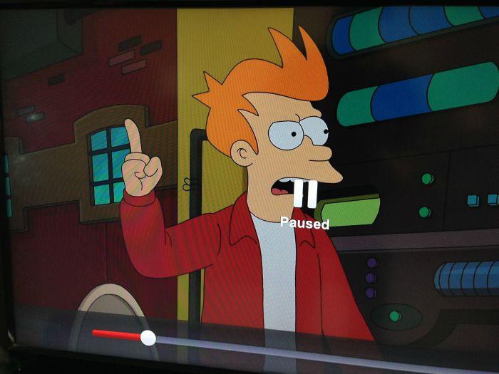 Герой мультсериала с отличными зубами, образовавшимися благодаря значку паузы.