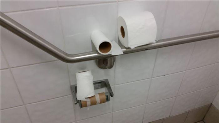 Иногда тяжело выбрать оптимальный размер рулона туалетной бумаги для использования.