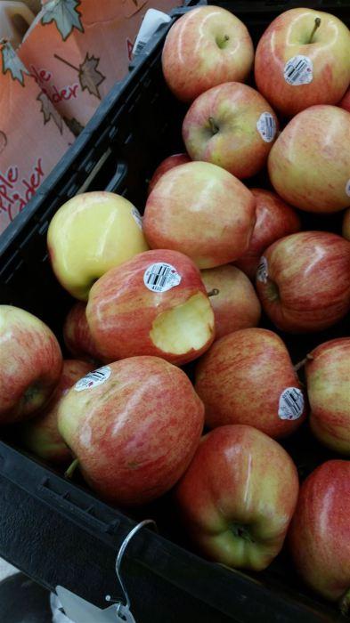 Иногда яблоки в супермаркете выглядят слишком аппетитно.