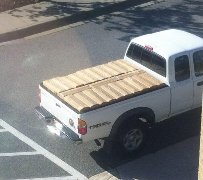 Водитель этого грузовика явно относится к ряду перфекционистов.