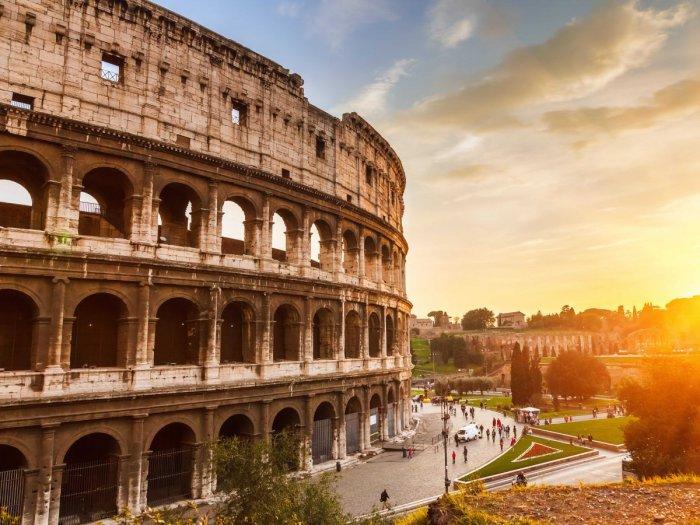 Величественный Колизей в Риме.
