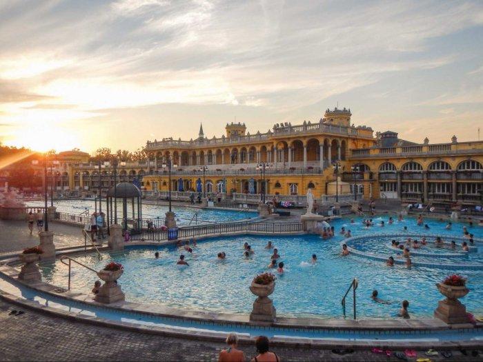 Отдых на термальных источниках в Венгрии.