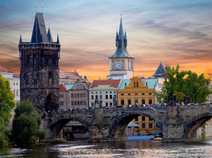 Старый Карлов мост в Праге в Чехии.