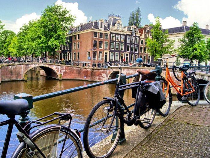 Великолепный город Амстердам в Нидерландах.