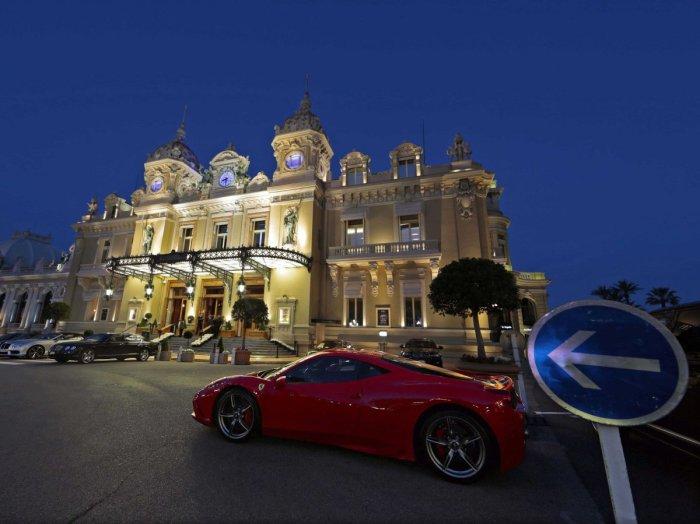 Известное казино Монако в городе Монте-Карло.