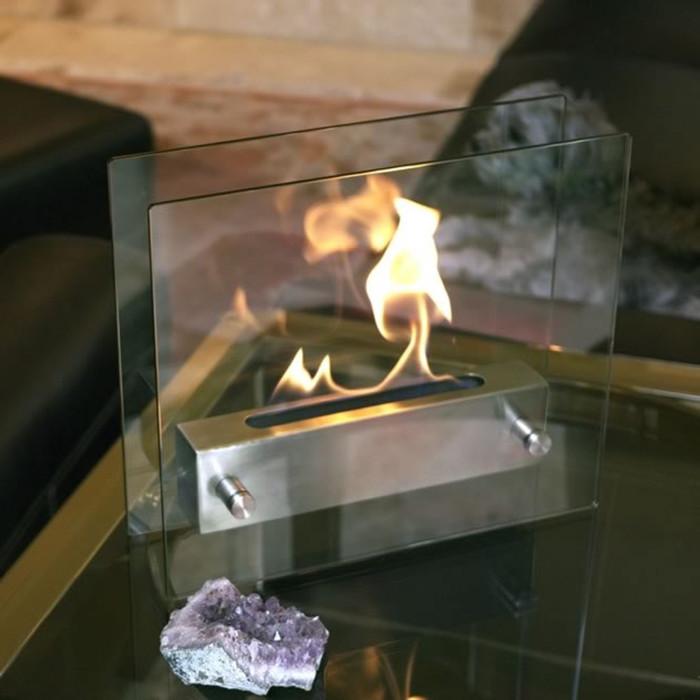 Современный стеклянный камин с легкостью обогреет любую комнату в доме.