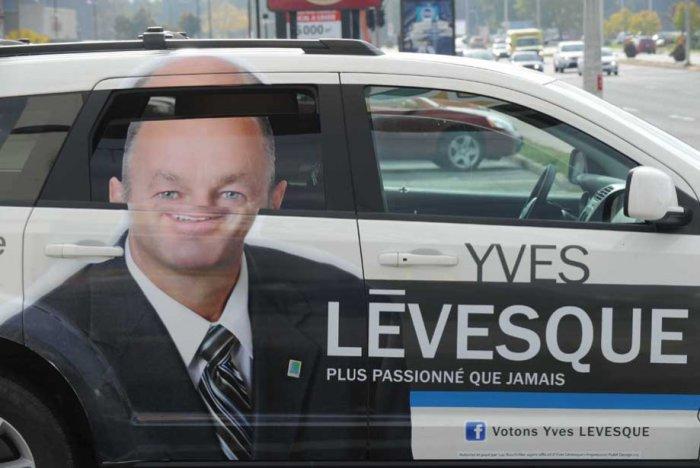 Тяжело стать мэром города летом, когда все автомобилисты опускают окна.