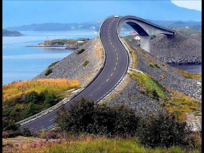 Очень крутой мост в Норвегии.