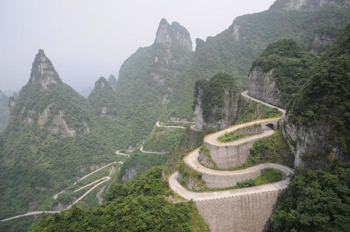 Трансфэгэрашское шоссе в горах Китая.