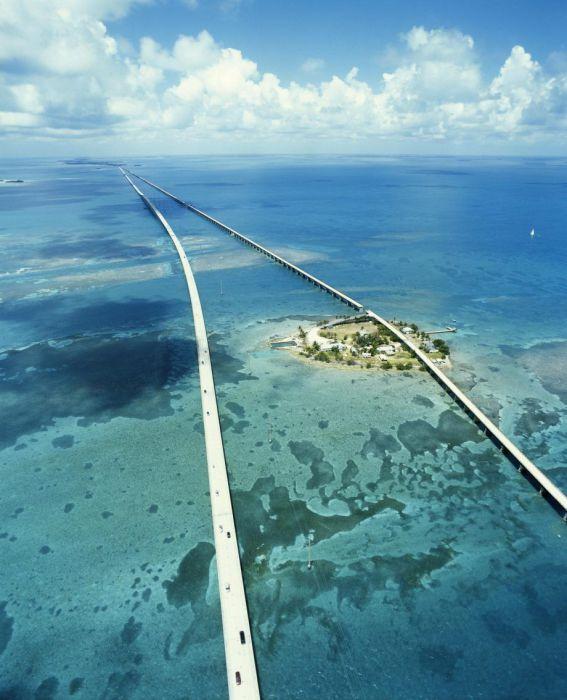 Мост в никуда во Флориде.