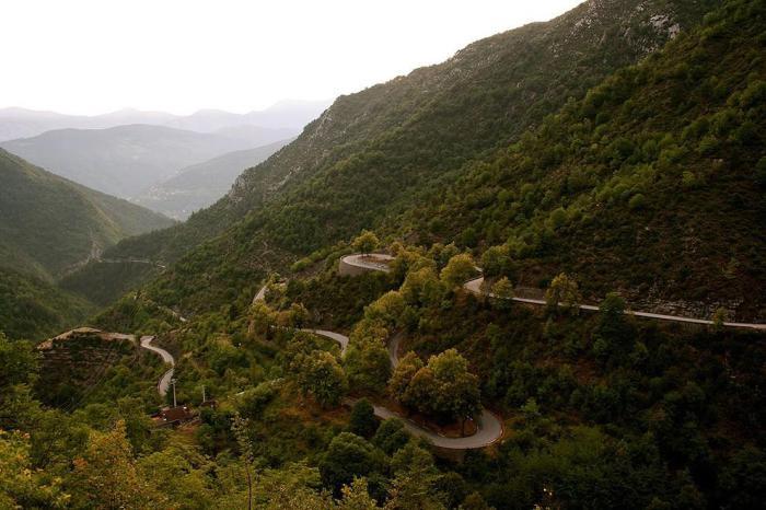 Дорога через перевал Коль де Турини.