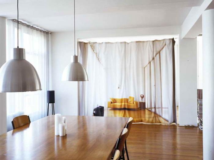 Самый бюджетный и простой способ зонировать комнату.