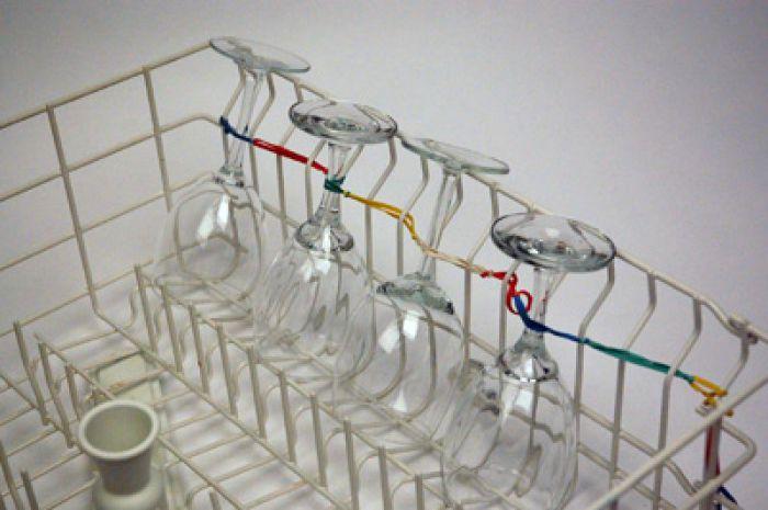Способ предотвратить повреждение бокалов во время мытья.
