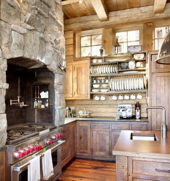Настоящая деревенская каменная печь в кухне.
