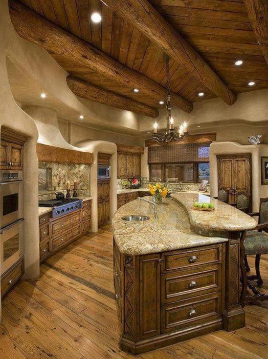 Кухня в деревенском стиле с мраморной столешницей.