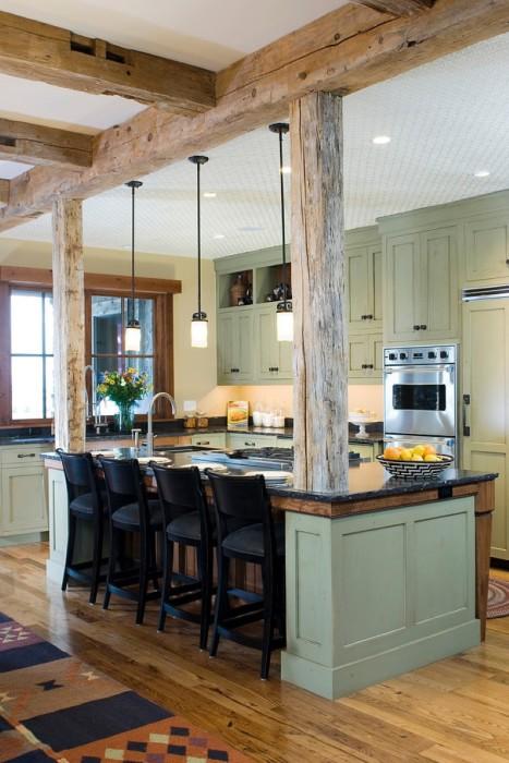 Деревянные балки в дизайне кухни.