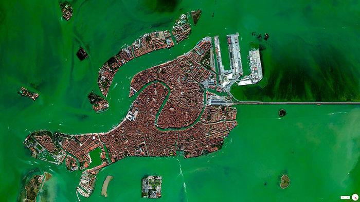 Город на воде в Италии.