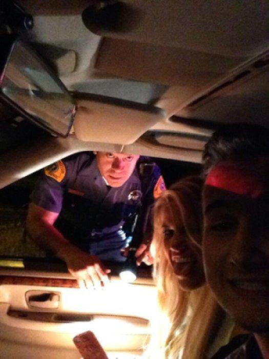 Самый лучший способ нарваться на неприятности - сфотографироваться с остановившим машину полицейским.