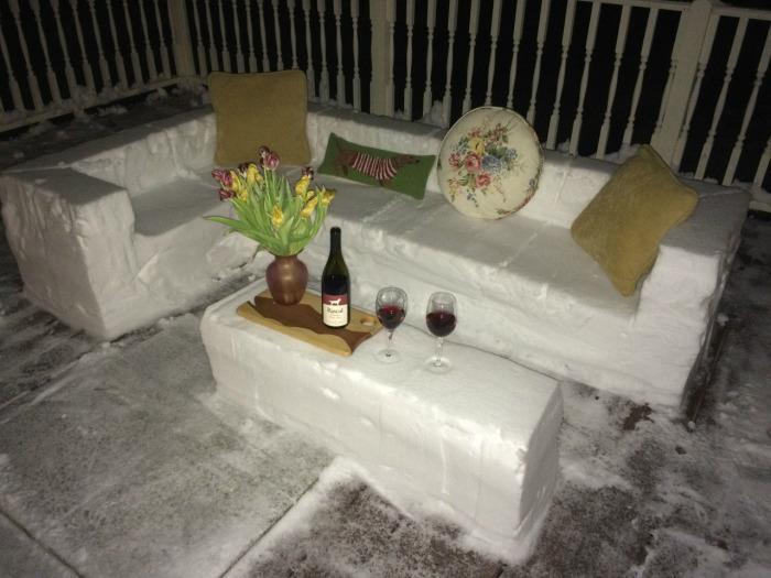 Мягкая, но холодная мебель, идеальная для суровых зим.