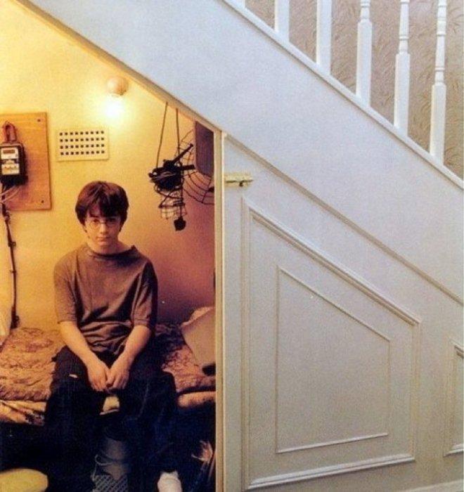 Даже если его родители волшебники и он сам может стать одним из них. Никто не знает, когда он вырастет и станет Гарри Поттером.