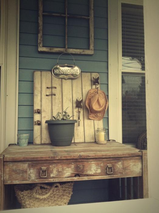 Старая винтажная мебель придаст интерьеру особый, неповторимый шарм.