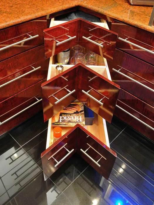Угловые выдвижные ящики кухонного шкафа.