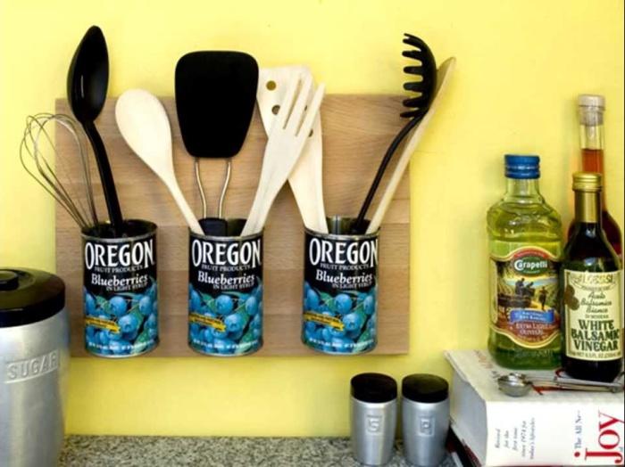 Хорошая идея для экономии места на кухонном столе.