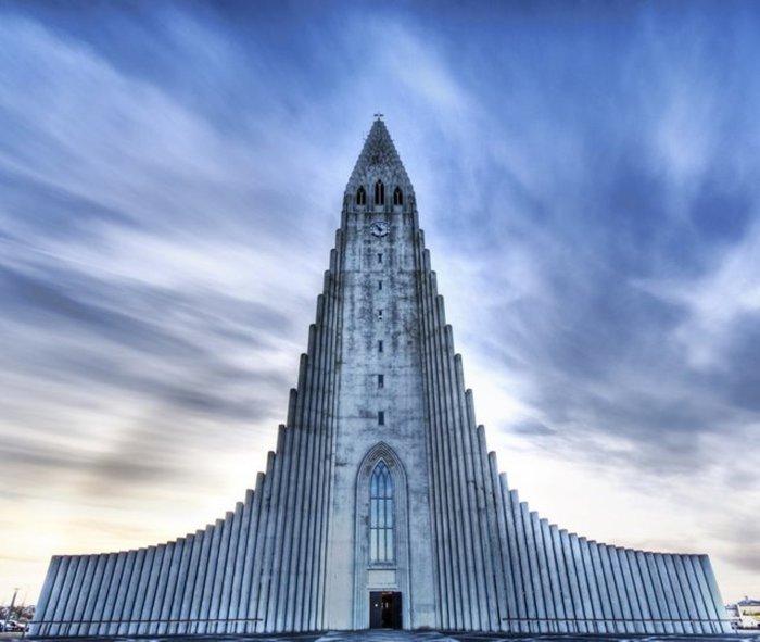Величественная церковь в Рейкьявике, Исландия.