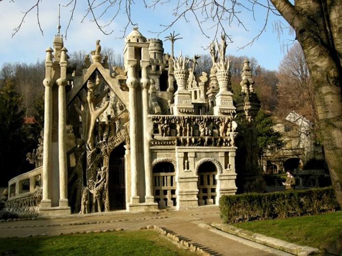 Великолепный памятник архитектуры во Франции.