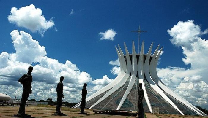 Необычный собор в Бразилии.