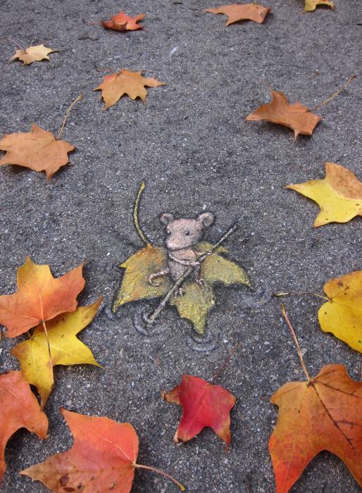 Мышонок на листике.