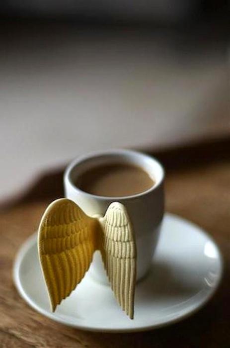 Кружка с ангельскими крылышками.